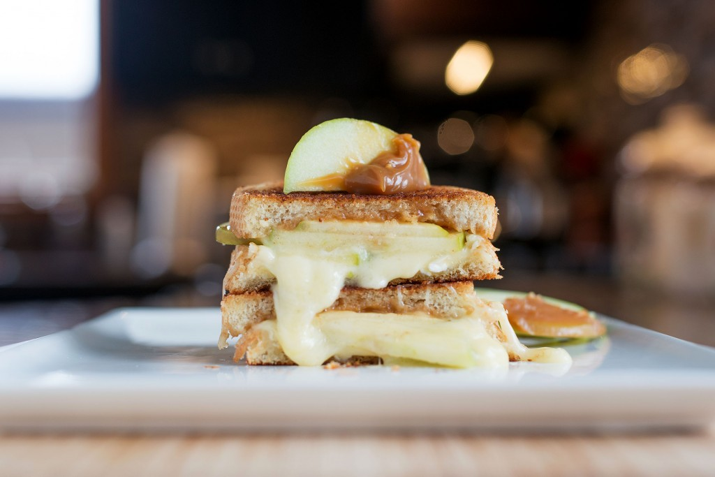 Caramel Apple Brie Grilled Cheese | bsinthekitchen.com #grilledcheese #brie #bsinthekitchen