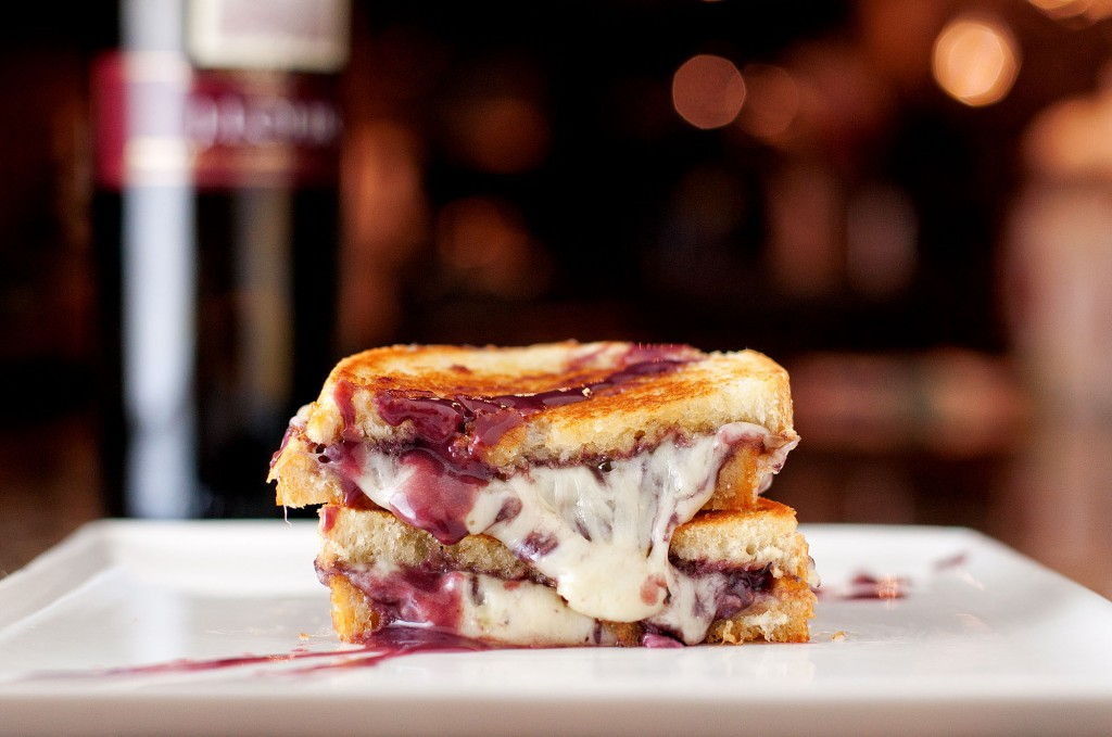 Wine & Cheese Grilled Cheese | bsinthekitchen.com #grilledcheese #redwine #bsinthekitchen