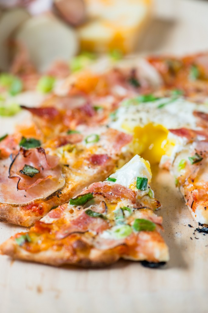 Breakfast Pizza | bsinthekitchen.com #pizza #breakfast #bsinthekitchen