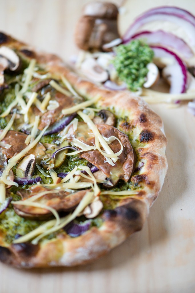 Pesto, Mushroom, Red Onion & Smoked Gouda Pizza | bsinthekitchen.com #pizza #dinner #bsinthekitchen