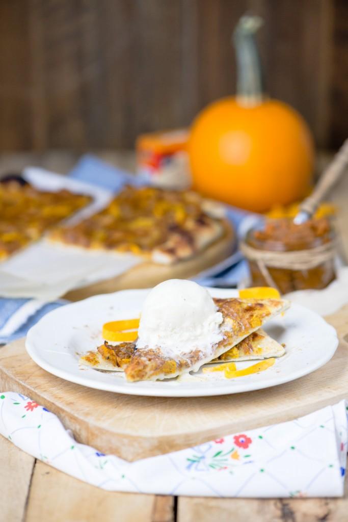 Pumpkin Spice Dessert Pizza | bsinthekitchen.com #pumpkinspice #pizza #bsinthekitchen